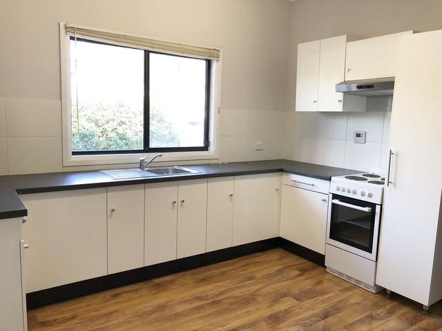 12 Rowland Avenue, Wollongong NSW 2500