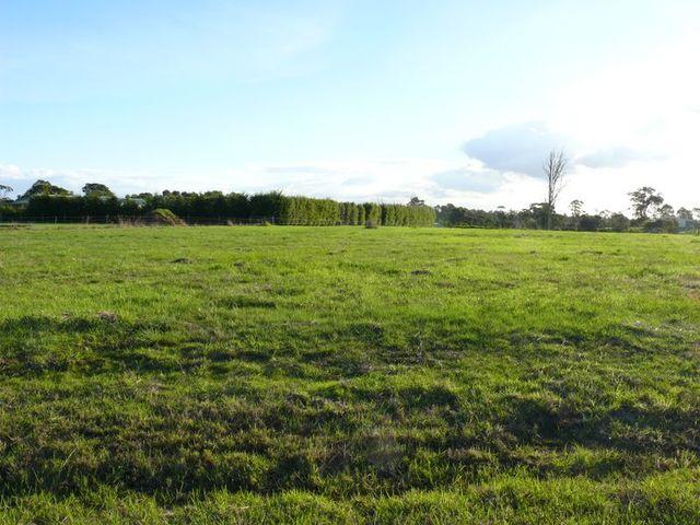 15 Corins Crescent, Newlands Arm VIC 3875