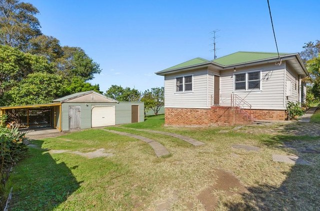15 Robertson Street, Coniston NSW 2500