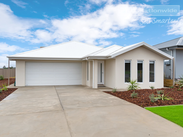 8 Lovell Place, NSW 2650