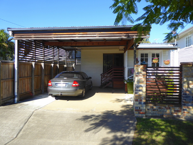 33 Bell St, Woody Point QLD 4019