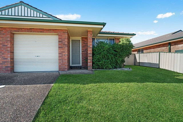 2/41 Denton Park Drive, Rutherford NSW 2320