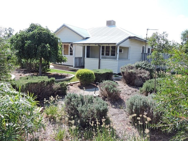 32 Great Southern Hwy, Beverley WA 6304