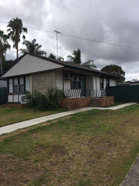 13 Lang Crescent, Blackett NSW 2770