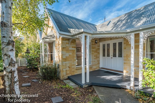 1 Garth Avenue, Sandy Bay TAS 7005