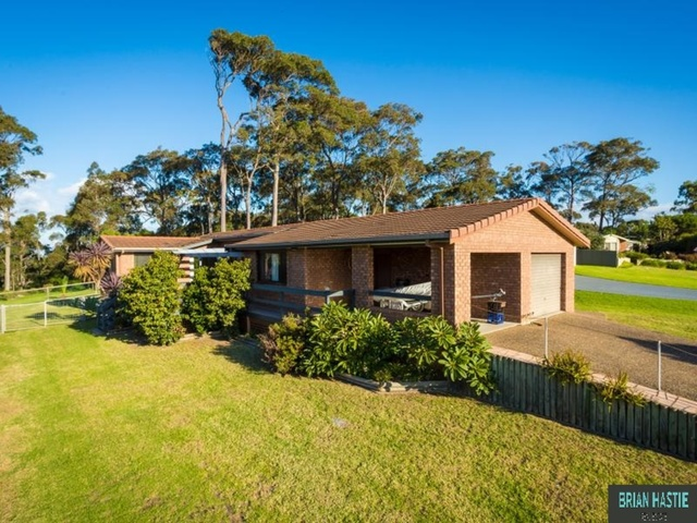 8 Woods Place, North Narooma NSW 2546