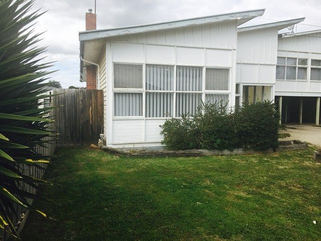 15a Dixon Avenue, Werribee VIC 3030