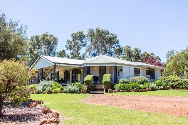 23 Parkfield Close, Quedjinup WA 6281