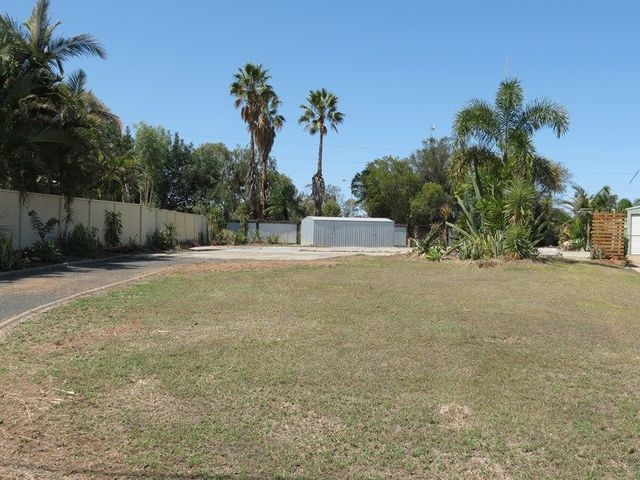 22 Cowan Crescent, Emerald QLD 4720