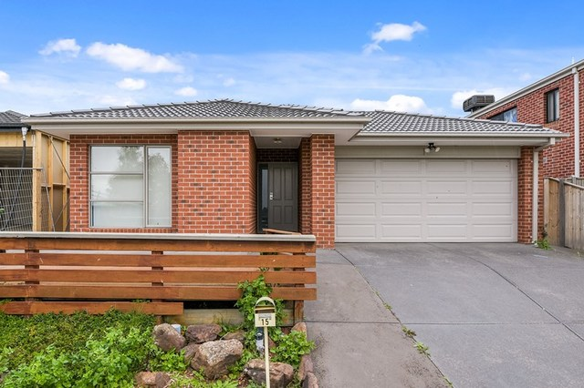15 Maeve Circuit, Clyde North VIC 3978