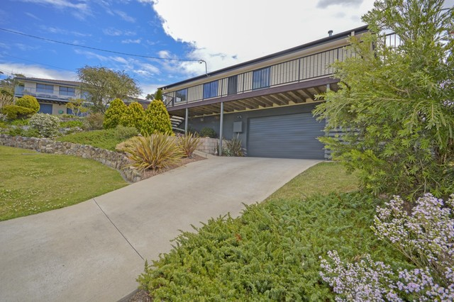 1 Coogee Place, Tuross Head NSW 2537