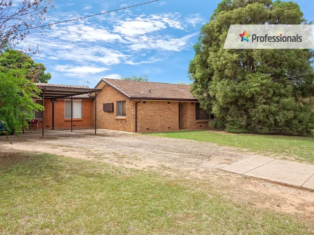 32 Cutler Avenue, Kooringal NSW 2650