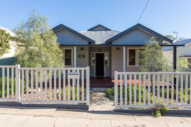 16 Richards Street, NSW 2650