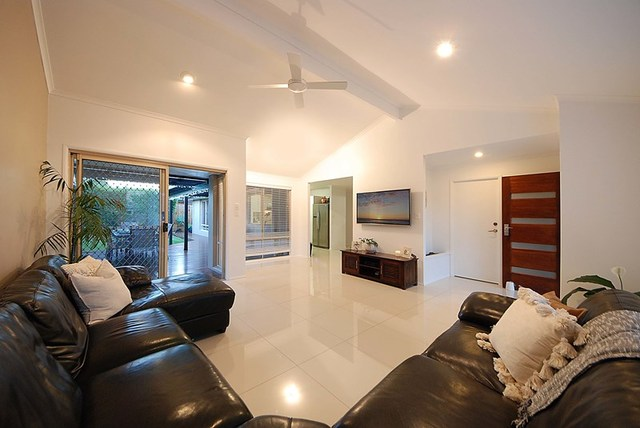 8 Pintail Cres, Burleigh Waters QLD 4220