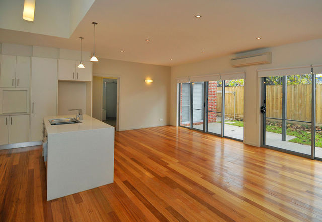 2/1 Connelly St, Brunswick VIC 3056
