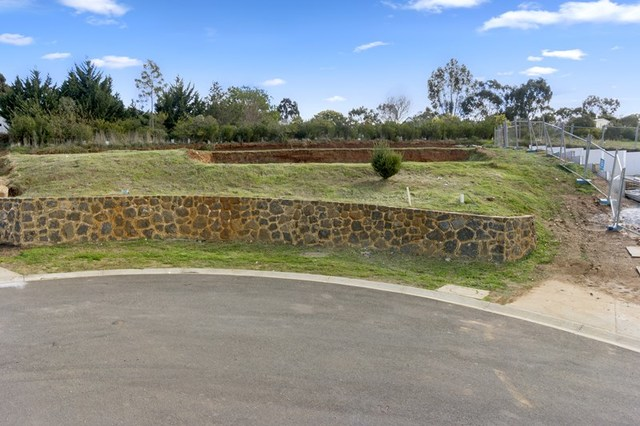 6 Angliss  Court, Darley VIC 3340