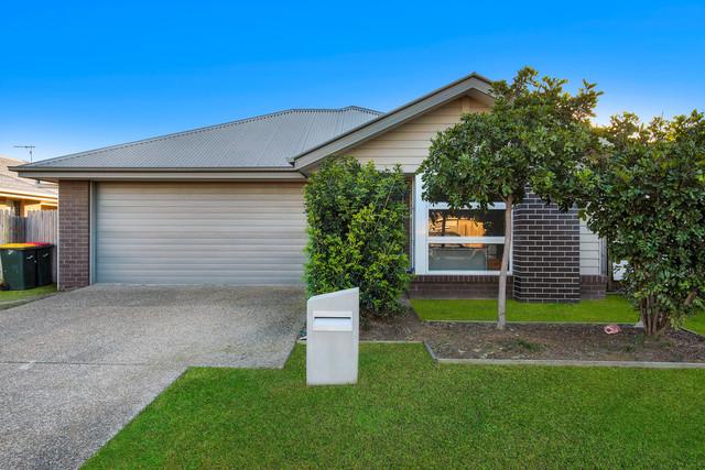 5 Lakeside Crescent, Ningi QLD 4511
