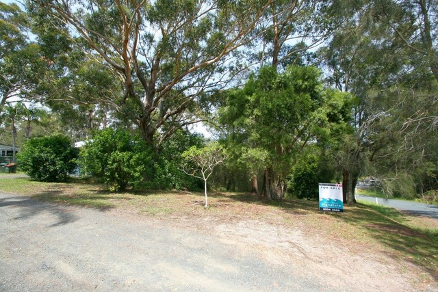 1 The Lakes Way, Elizabeth Beach NSW 2428