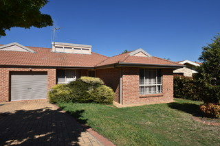 2/6 Betts Place