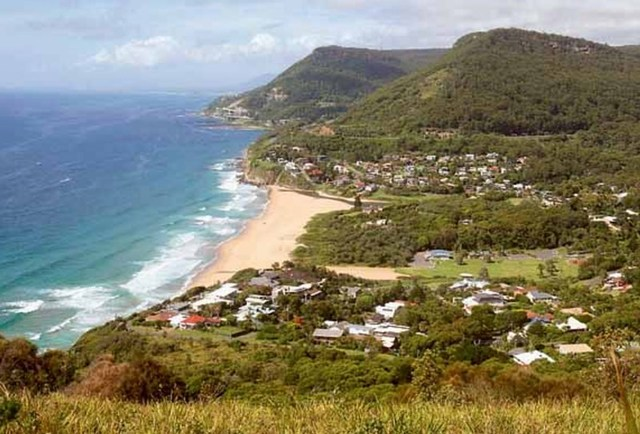 2 Maxwell Cres, Stanwell Park NSW 2508