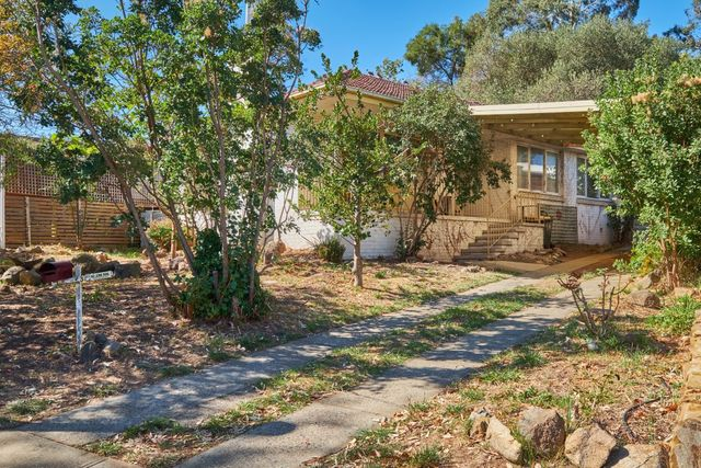 37 McNicoll Place, Hughes ACT 2605