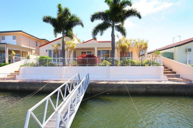 125 Sundance Way, Runaway Bay QLD 4216