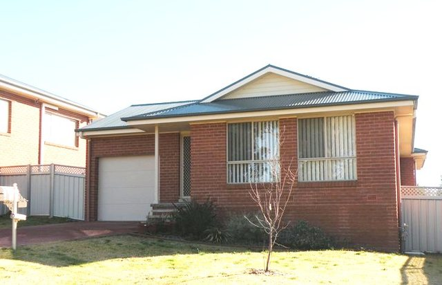 113 Binalong Street, Young NSW 2594