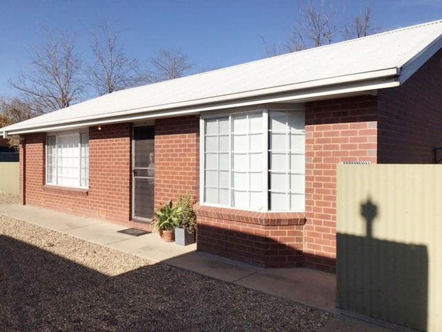 4/30 Lampe Avenue, Wagga Wagga NSW 2650