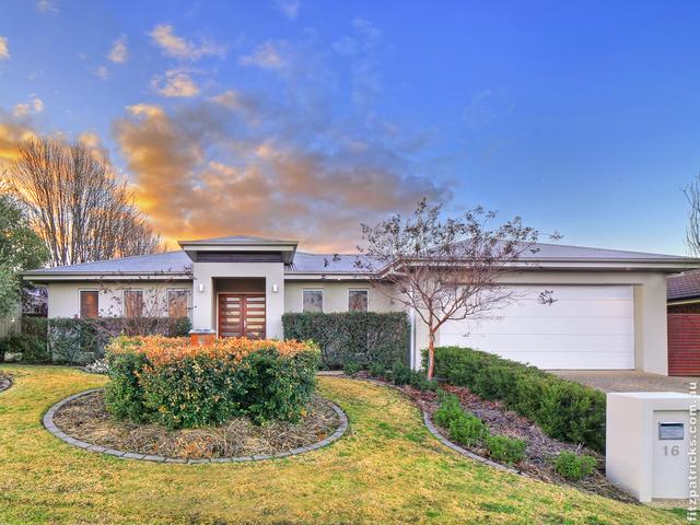 16 Bogong Crescent, Tatton NSW 2650