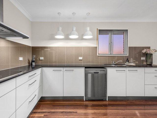 30 Koumala Street, Mansfield QLD 4122