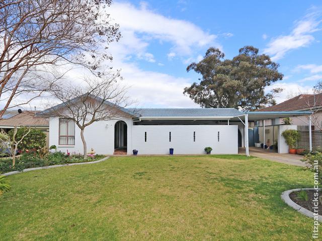 4 Marloo Crescent, Kooringal NSW 2650