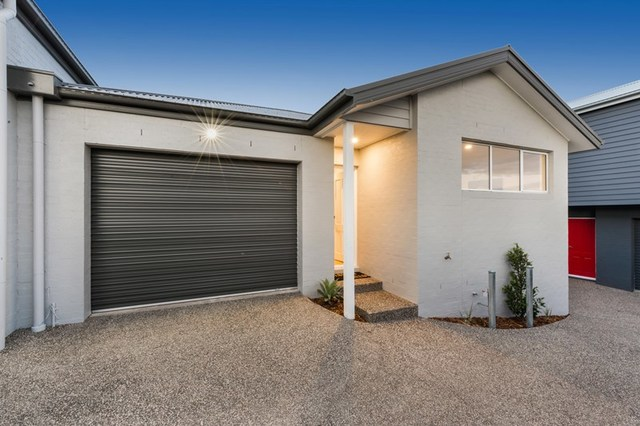 2 & 3/11 South Valley Road, Highton VIC 3216