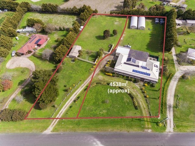 9 Dowie Court, Romsey VIC 3434