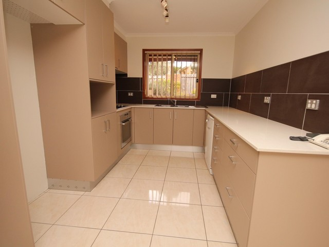 2 Fleay Place, Dunlop ACT 2615