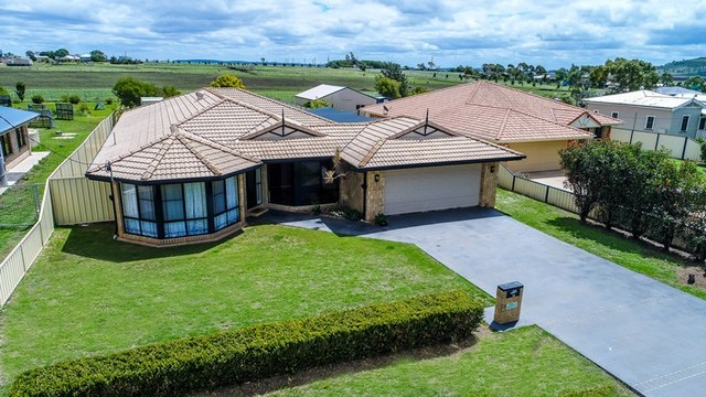 18 Sinclair Street, Wyreema QLD 4352