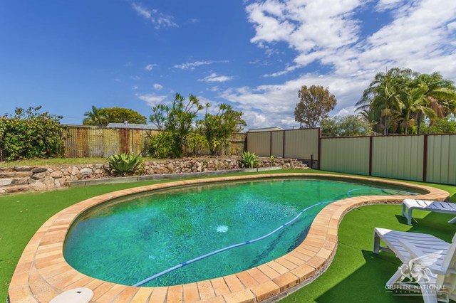 33 Moatah Dr, Beachmere QLD 4510