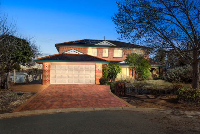 8 Barn Place, Palmerston ACT 2913