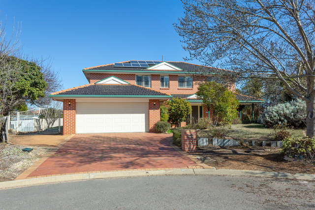 8 Barn Place, ACT 2913