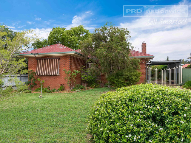19 Bluett Crescent, NSW 2650
