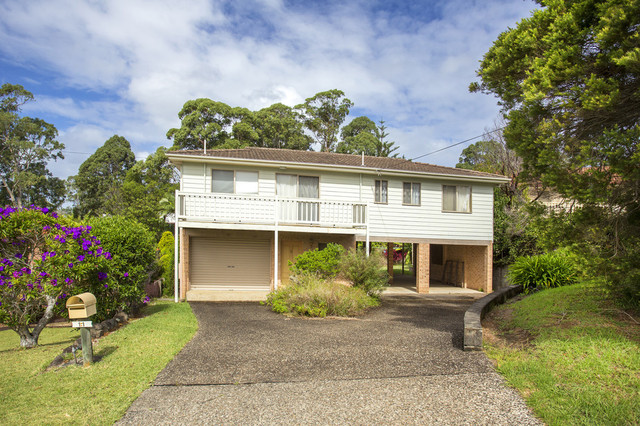 11 Treetops Crescent, Mollymook Beach NSW 2539