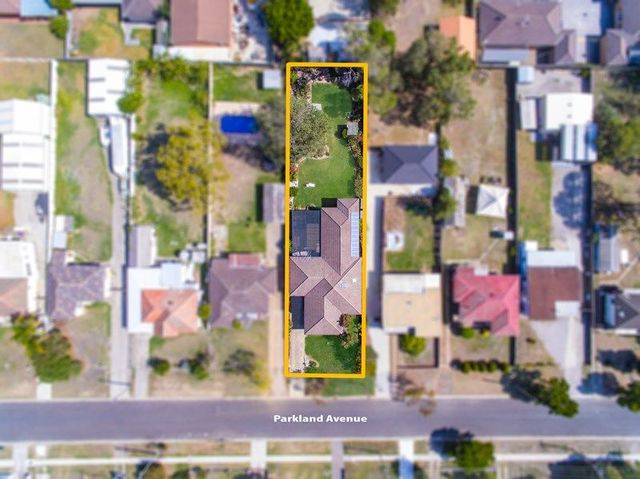 12 Parkland Avenue, Macquarie Fields NSW 2564