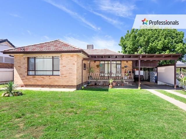 4 Walteela Avenue, Mount Austin NSW 2650