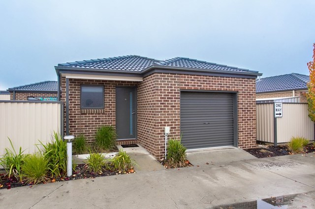 16 Ron  Court, Canadian VIC 3350