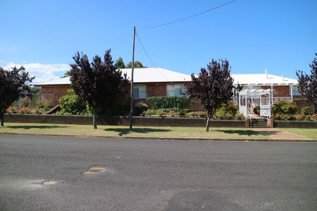92 Macquarie, NSW 2370