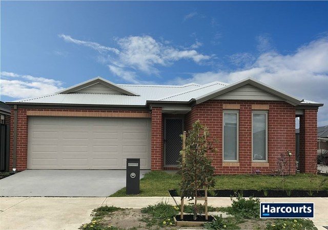 15 Freiberger Grove, Clyde North VIC 3978
