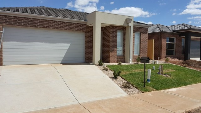9 Toolern Waters Drive, Melton South VIC 3338
