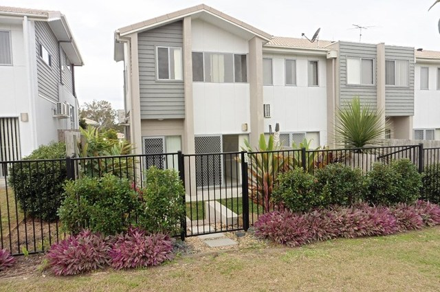 13/2 Christopher Street, Pimpama QLD 4209