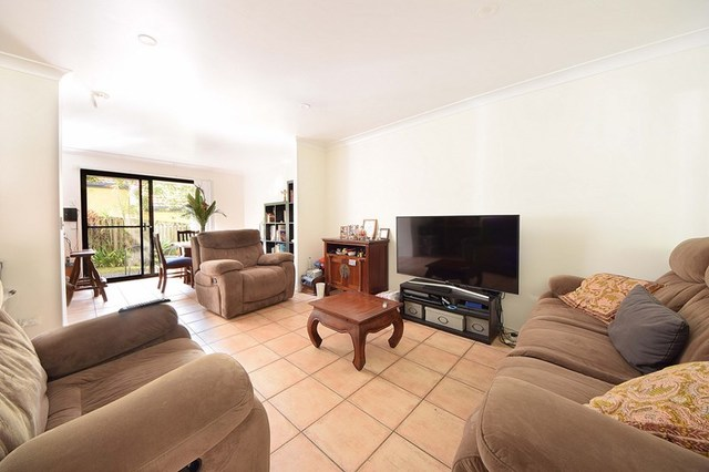 3/4 Karri Court, Burleigh Heads QLD 4220