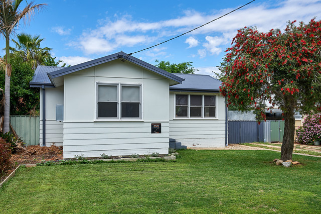 21 Spooner Avenue, Mount Austin NSW 2650