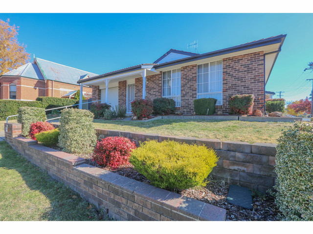 157 Seymour Street, Bathurst NSW 2795